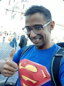 Ruben Lara transformado en Superman